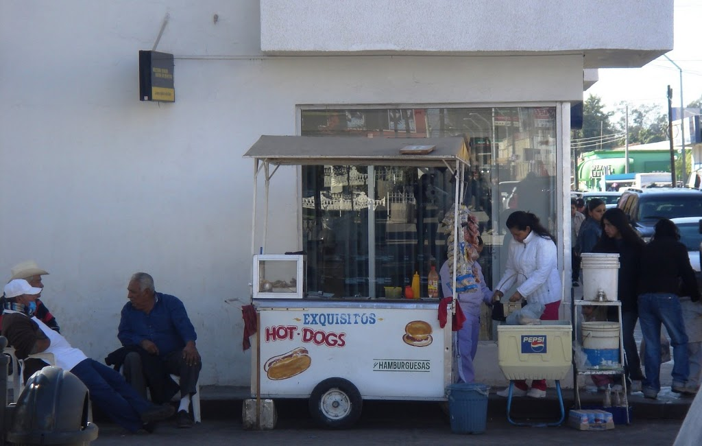 hot dog vendor in mexico