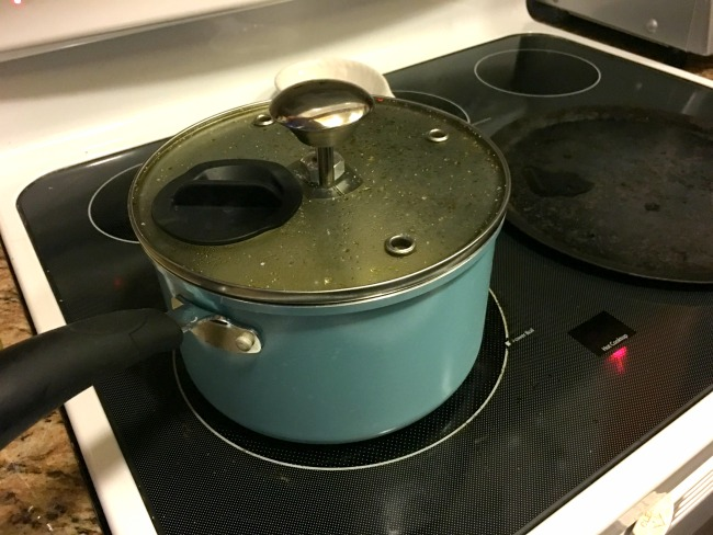 How to make kettle corn on the stove - Livingmividaloca.com
