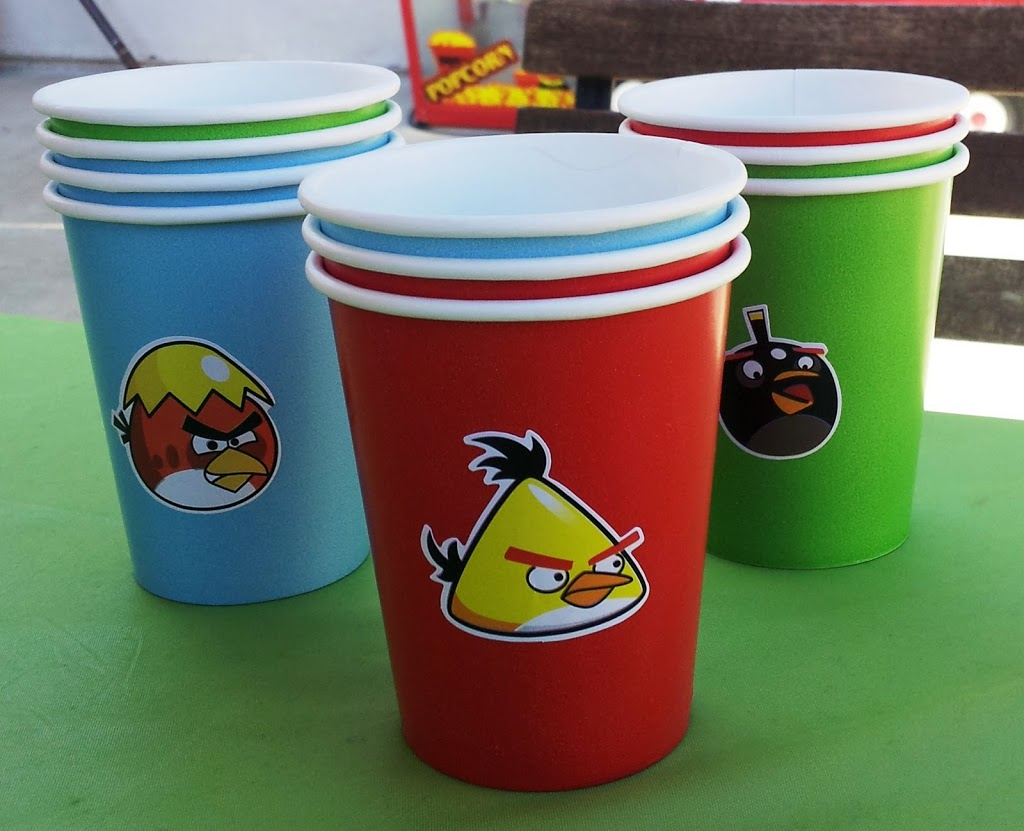 Angry Birds birthday party cups // Angry Birds party decorations // livingmividaloca.com