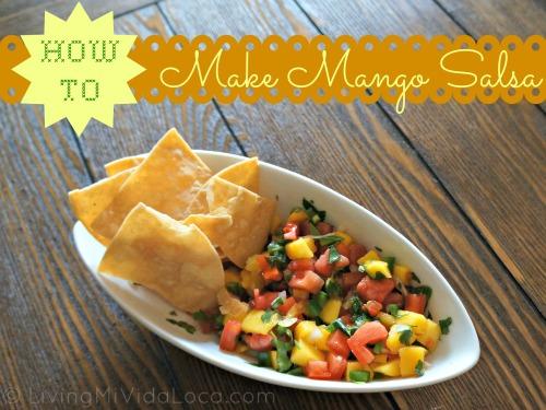 How to make an easy mango salsa using this recipe at home. Great for tacos, burritos and tostadas. | livingmividaloca.com | #livingmividaloca #mangosalsa #recipes #spicymangosalsa #salsa #mexicansalsa #diprecipes