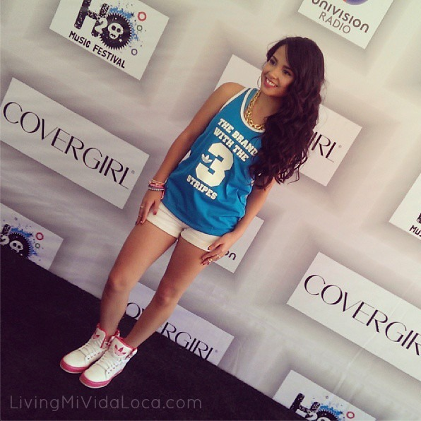becky g wears covergirl makeup