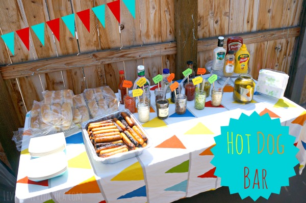 Hot Dog Bar birthday party idea // livingmividaloca.com