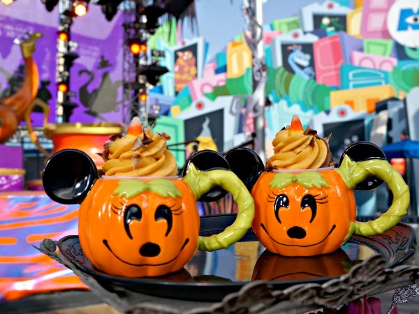 Mickey Halloween mugs with cupcakes