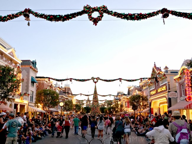 """""""A Christmas Fantasy"""" parade - LatinaMomsOC.com"""