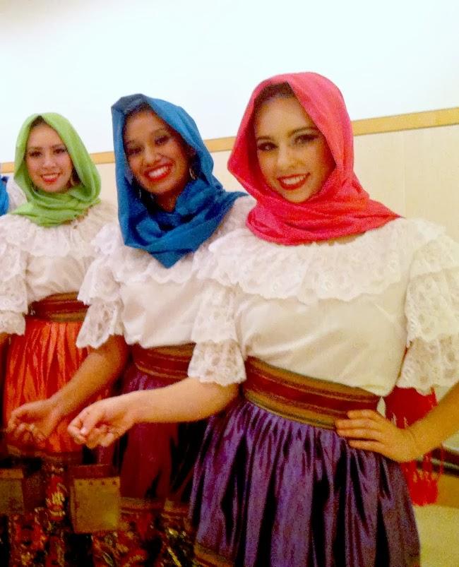 Folklor Pasion Mexicana -- LivingMiVidaLoca.com
