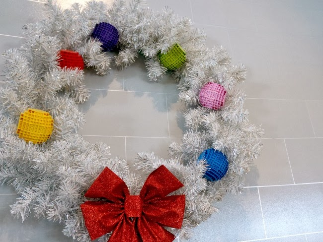 wreath at legoland california hotel -- livingmividaloca.com