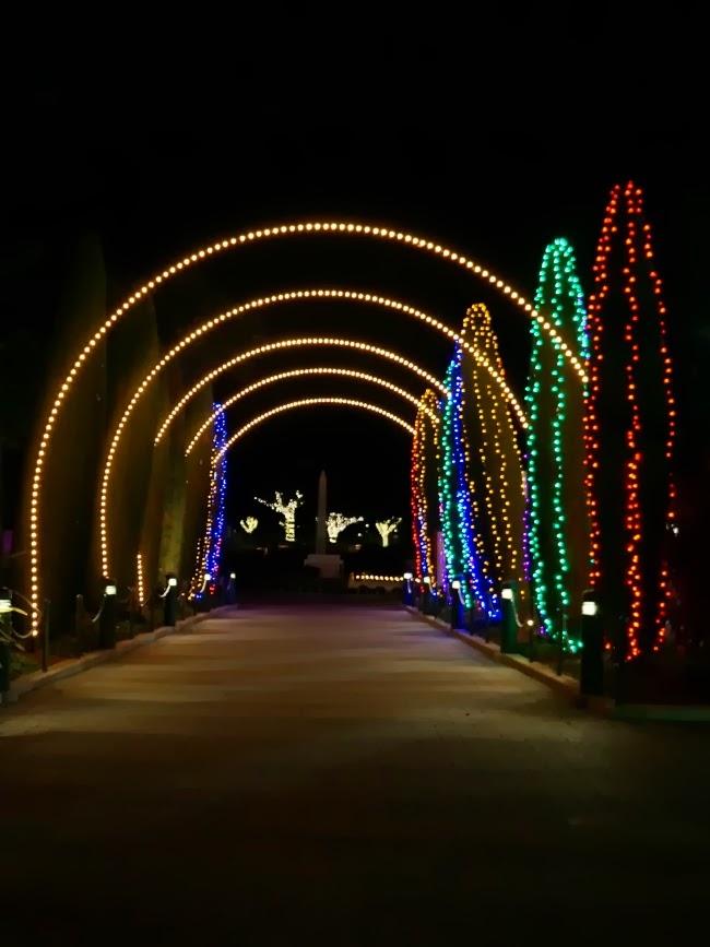 lights at legoland california -- livingmividaloca.com