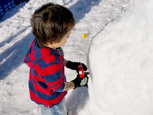 lego snowman at legoland california resort -- livingmividaloca.com