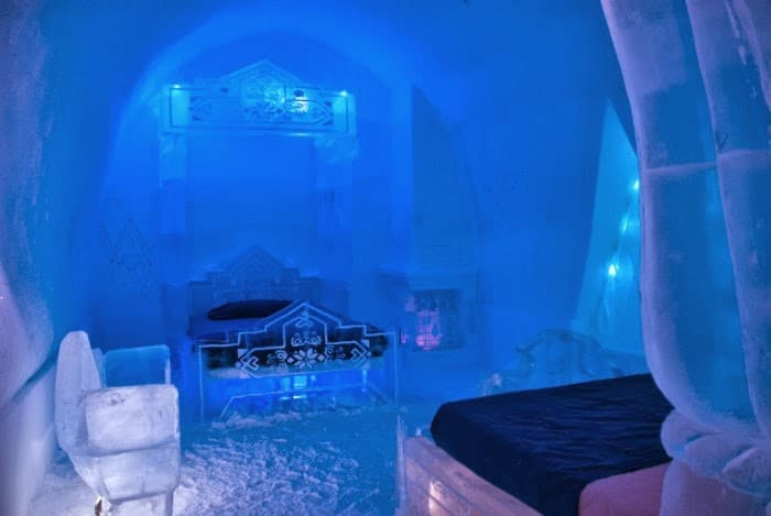 Disney's Frozen themed suite at Hôtel de Glace in Quebec City -- livingmividaloca.com