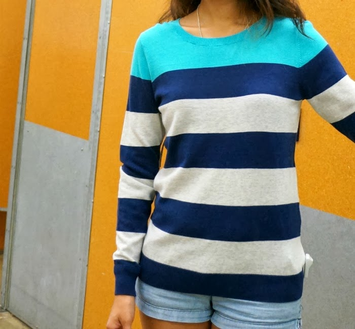 Old Navy blue and gray striped sweater -- livingmividaloca.com