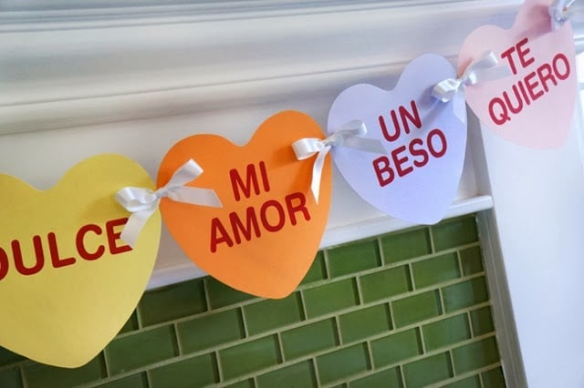 Quick Valentine's Day banner craft -- livingmividaloca.com