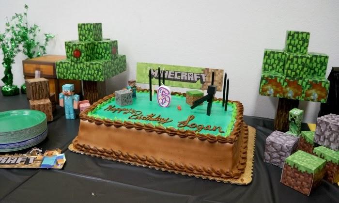 Minecraft birthday cake | livingmividaloca.com