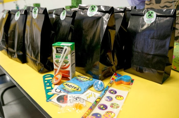 Minecraft Birthday Party Dessert Table Ideas Source Diy At Sky High Sports The Gift Bags