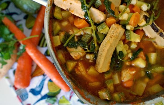 Receta para sopa de vegetales | livingmividaloca.com #vegetarianlatina