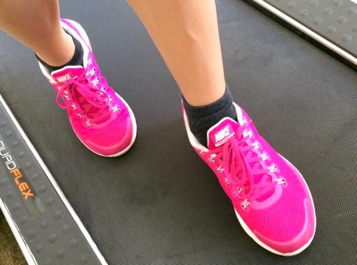 Latina running on treadmill | LivingMiVidaLoca.com #lovehealthyme