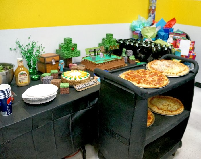 easy minecraft birthday party at Sky High Sports | LivingMiVidaLoca.com