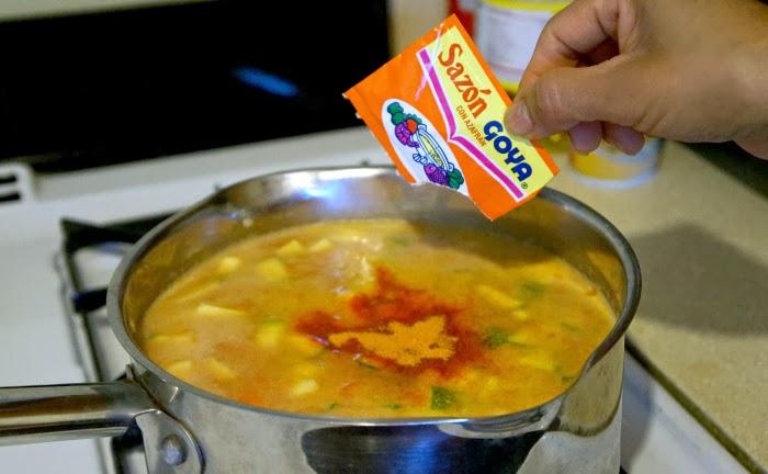 Add Sazon Goya con Azafran for easy soup flavoring | livingmividaloca.com