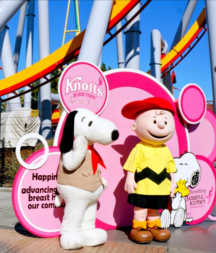 snoopy and charlie brown at knott's berry farm | livingmividaloca.com #knottspink