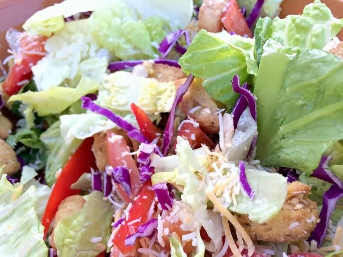 homemade vegetarian lunch salad | livingmividaloca.com #lovehealthyme