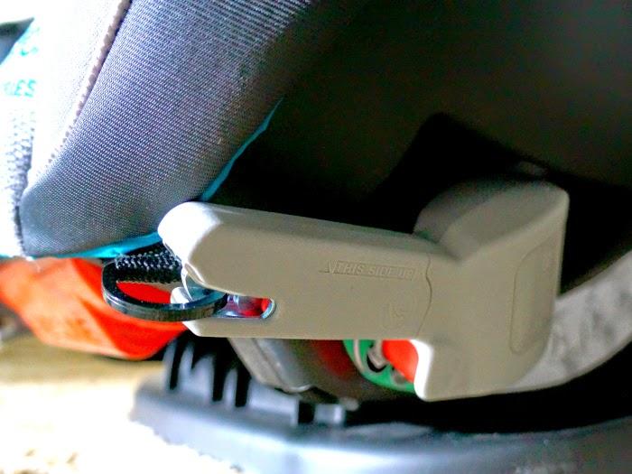 LATCH system on convertible car seat // livingmividaloca.com #EvenfloPlatinum #ad