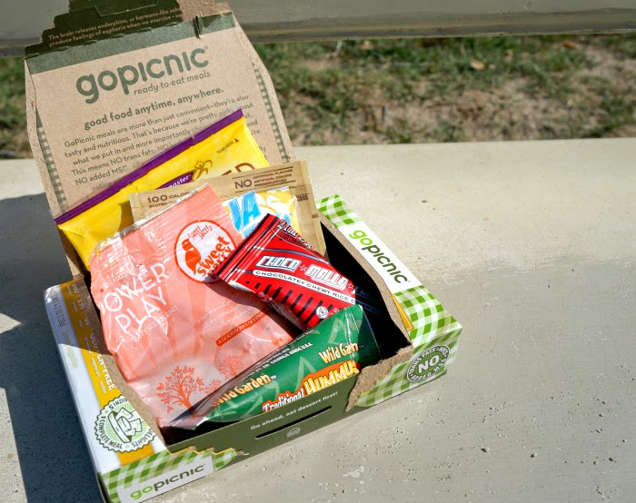 Hummus & Crackers: A GoPicnic Ready-to-Eat Meal // livingmividaloca.com #expowest