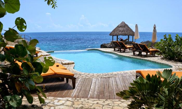 Visiting Tensing Pen at Negril, Jamaica. Tensing Pen Resort is gorgeous and a great wedding destination. | livingmividaloca.com | #LivingMiVidaLoca #Jamaica #TensingPen #Negril