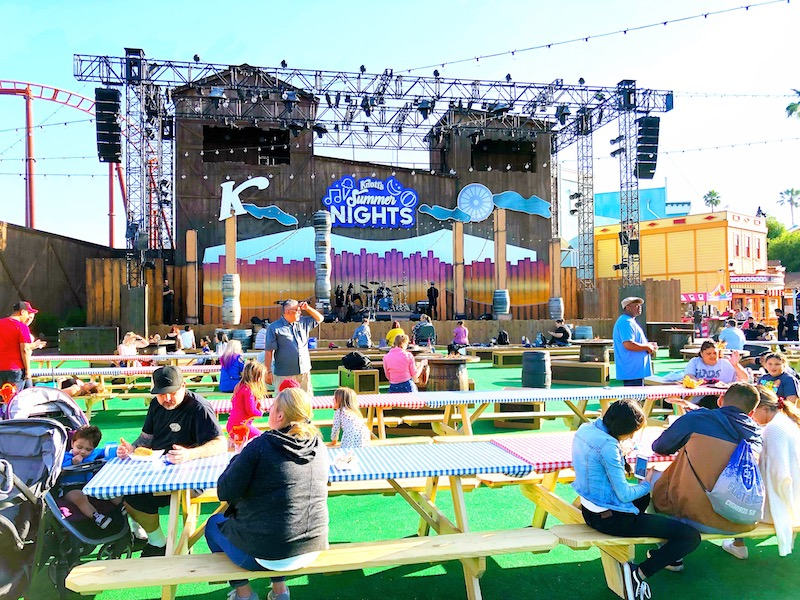 Visiting Knott's Berry Farm during the summer for Knott's Summer nights concert. - livingmividaloca.com - #LivingMiVidaLoca #KnottsBerryFarm