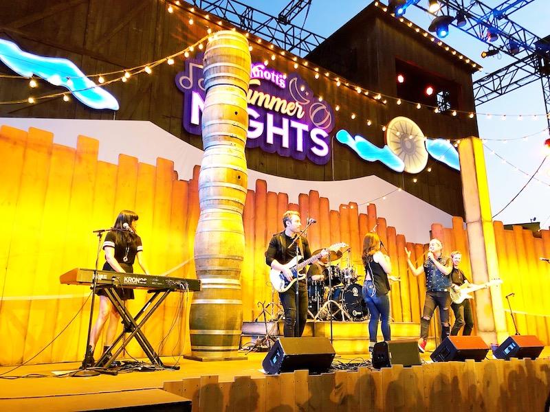 Knott's Summer nights entertainment includes top 40's, salsa and a dj - livingmividaloca.com - #LivingMiVidaLoca #KnottsBerryFarm