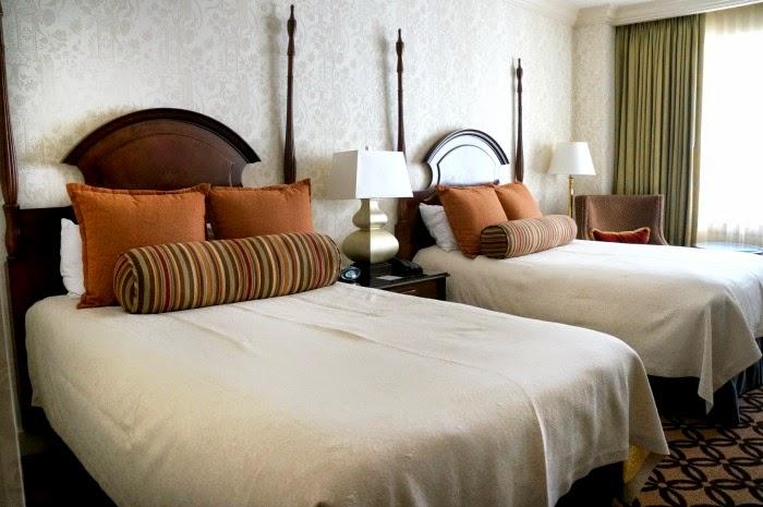 omni-hotels-bedroom