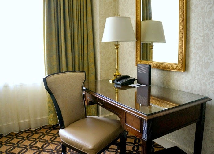 Desk at Omni San Francisco Hotel // livingmividaloca.com #LMVLtravels