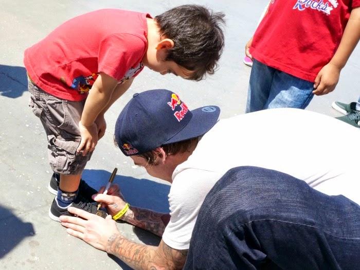 Ryan Sheckler autographs shoes // livingmividaloca.com #etniesKidsBTS