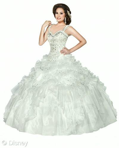 Corona de Princesa Disney Roya Ball dress // livingmividaloca.com