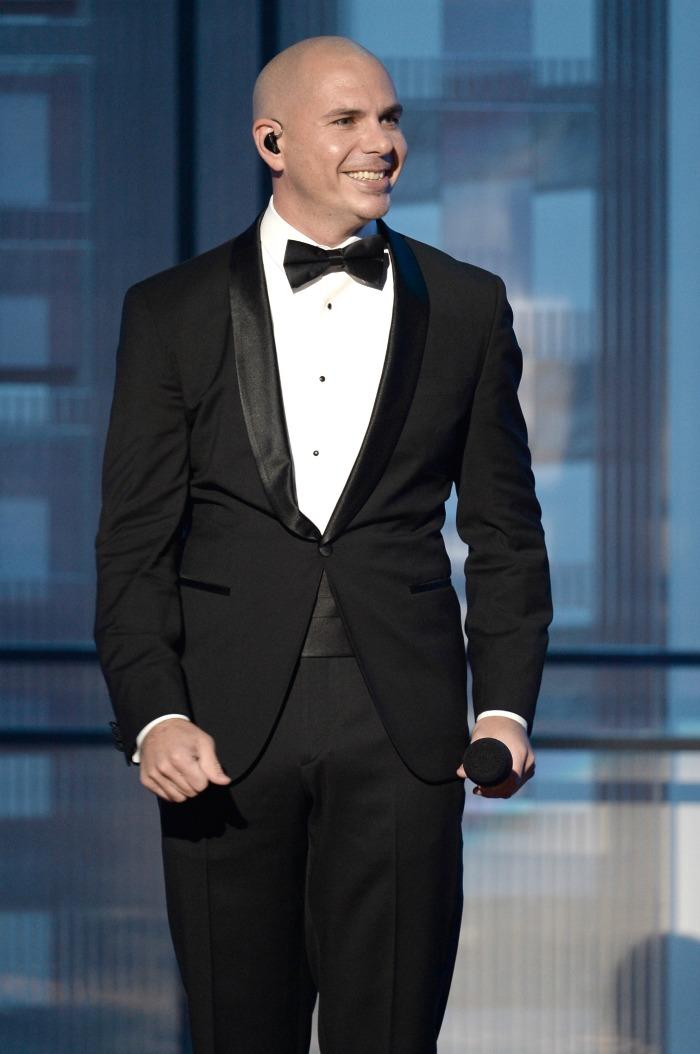 Pitbull AMA host // livingmividaloca.com