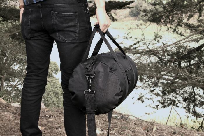 Bomber Barrel Duffel Bag in black // livingmividaloca.com