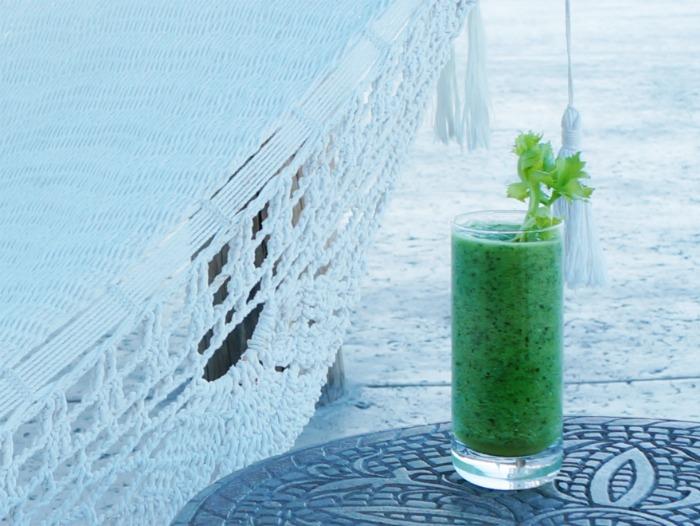 How to make green juice // LivingMiVidaLoca.com