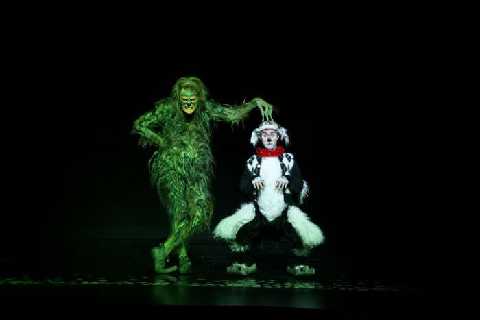 How the Grinch Stole Christmas The Musical // LivingMiVidaLoca.com