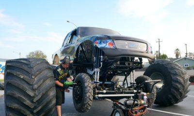 Wheels on Monster Truck Menace