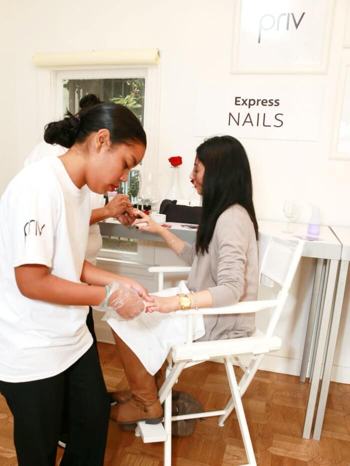 Priv nail station