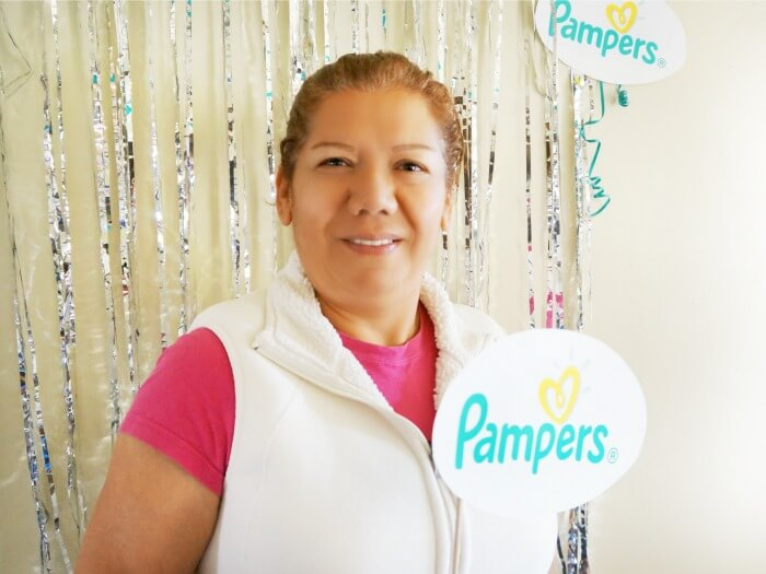Latina mom supports Pampers