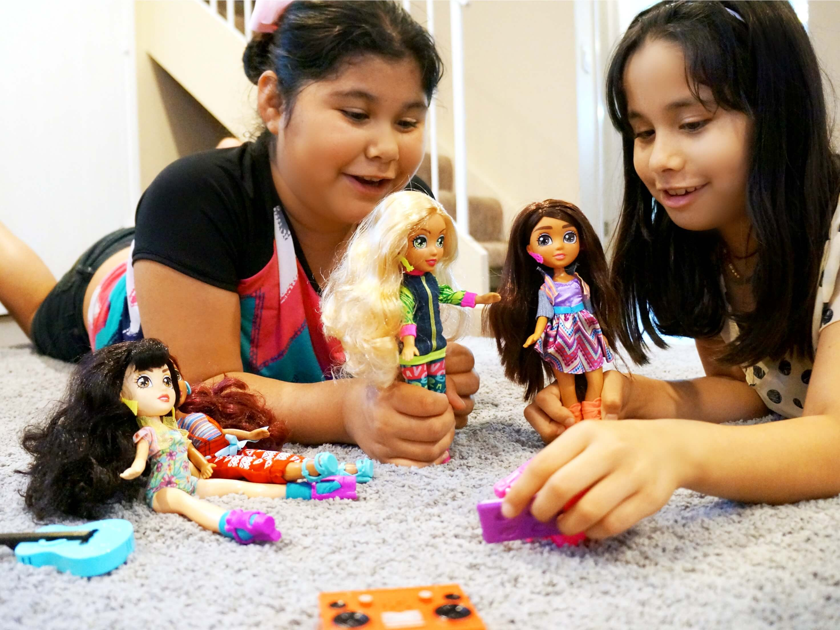Playing dress up with Vi and Va fashion dolls