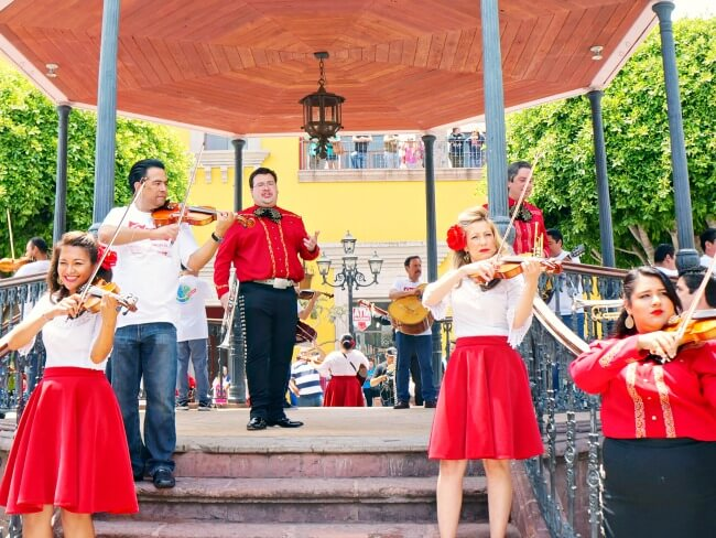 mariachi at plaza mexico