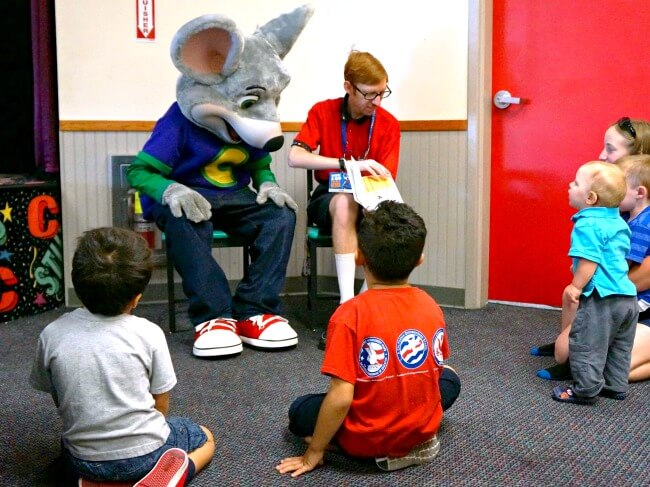 Kids reading with Chuck E.