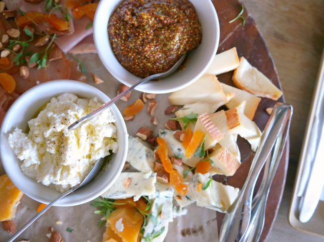 Cheese, crackers and dried fruit appetizers