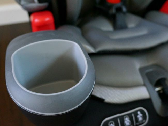 cup-holders-in-kids-car-seat