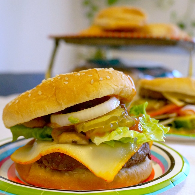 Cheeseburger with toppings