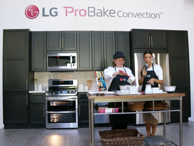 Eva Longoria cooking demonstration