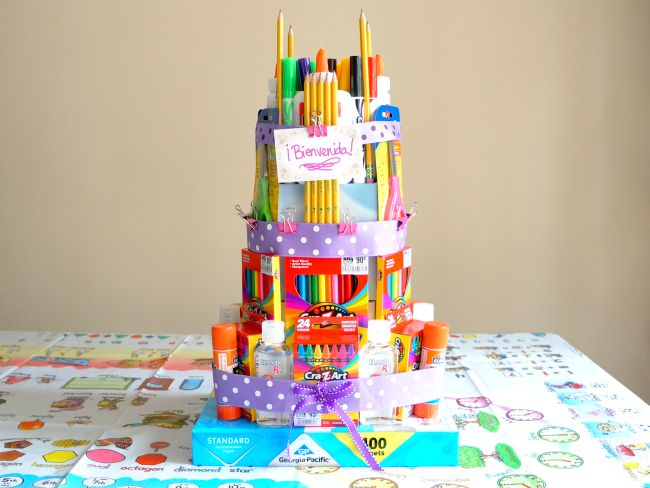 How to make this easy school supplies cake tutorial - livingmividaloca.com