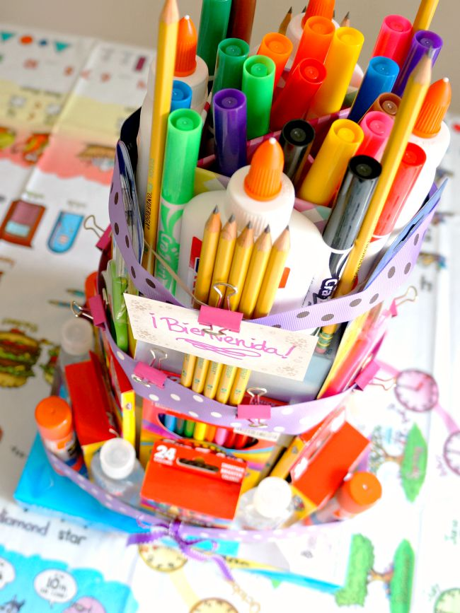 Easy school supplies cake tutorial - livingmividaloca.com