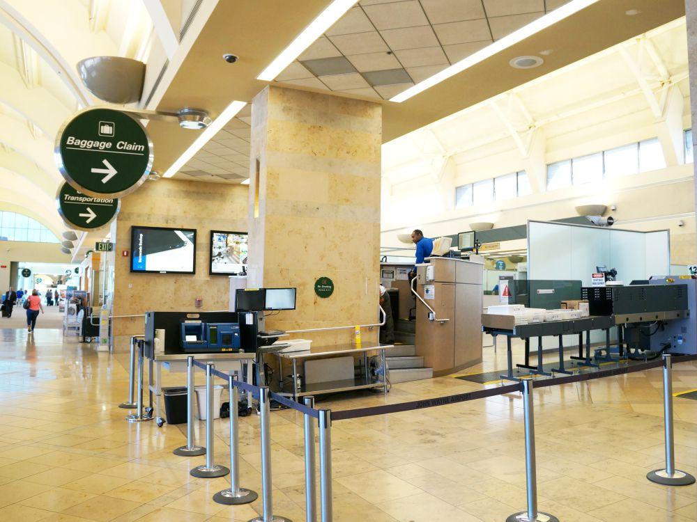 baggage claim at santa ana airport