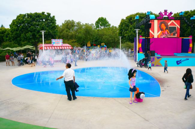 Water play area at Heartlake City